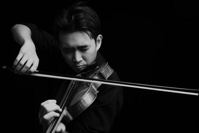 Ewald Cheung, violin.