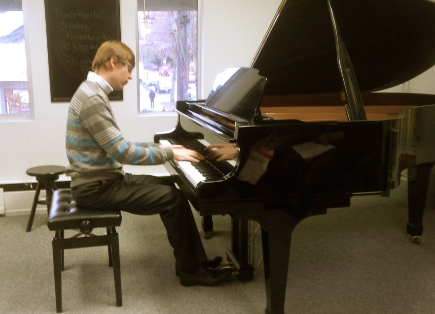 Dr. Saratovsky treats the class to some Chopin!